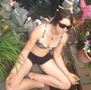 Madaleine meditating-1_Fotor